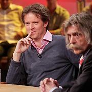 NLD/Hilversum/20120326 - Uitzending van RTL sportprogramma Voetbal international, Emile Schelvis en Johan Derksen