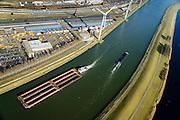 Nederland, Zuid-Holland, Rotterdam, 18-02-2015. Botlek, duwbakken en binnenvaart op het Hartelkanaal ter hoogte van Distripark Botlek. Naast het kanaal lodsen vor opslag van metaal van Henry Bath.<br /> Barges and barge on the Hartelkanaal, near of Distripark Botlek.<br /> luchtfoto (toeslag op standard tarieven);<br /> aerial photo (additional fee required);<br /> copyright foto/photo Siebe Swart