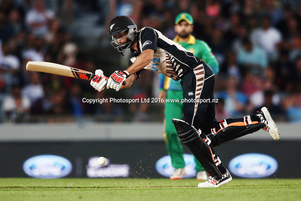 Grant Elliott of New Zealand plays a shot. ANZ International Series, Twenty-20 Match between New Zealand Back Caps and Pakistan at Eden Park in Auckland, New Zealand. 15 January 2016. Photo: Anthony Au-Yeung / www.photosport.nz