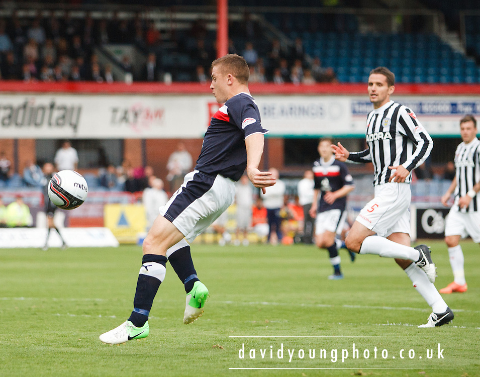 Dundee's John Baird misses a last minute chance - Dundee v St Mirren, Clydesdale Bank Scottish Premier League at Rugby Park.. - © David Young - 5 Foundry Place - Monifieth - DD5 4BB - Telephone 07765 252616 - email: davidyoungphoto@gmail.com - web: www.davidyoungphoto.co.uk