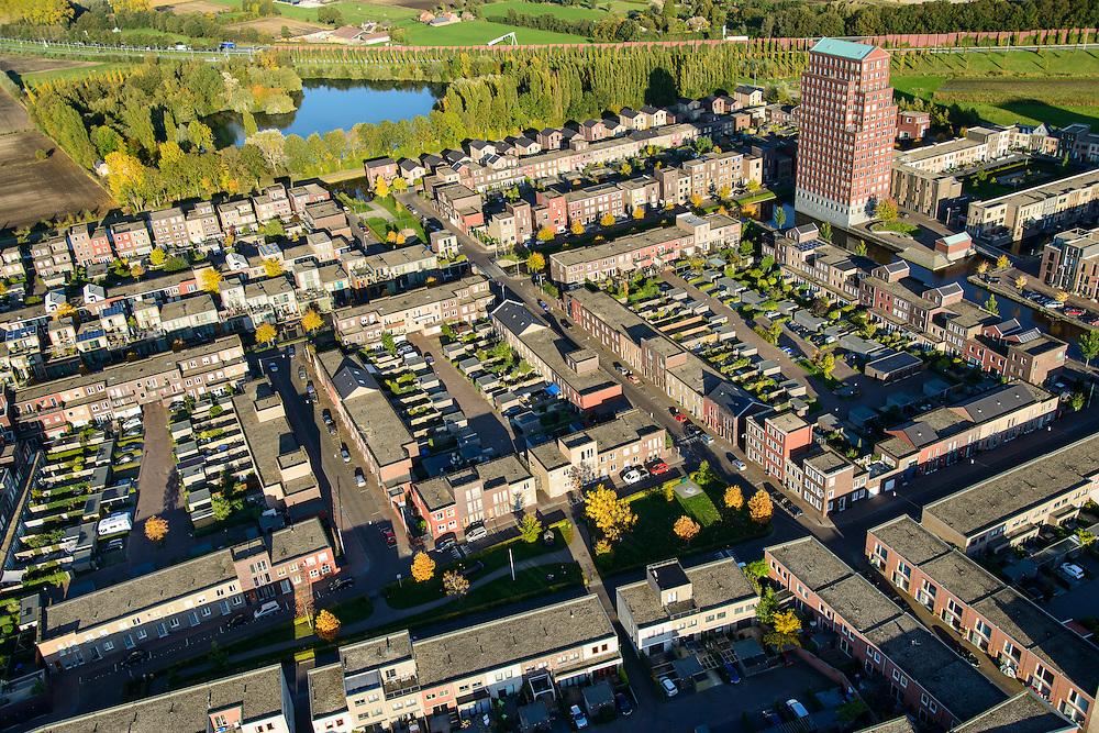 Nederland, Utrecht, Amersfoort, 24-10-2013; de wijk Vathorst, deelplan De Laak. Het stedenbouwkundig plan (van de stedebouwkundigen West8 met Adriaan Geuze ). Grachtenstad met imitatie grachtenpanden. De nieuwe wijk grenst aan de polders tussen Nijkerk en Bunschoten-Spakenburg.<br /> New housing district Vathorst in Amersfoort, the urban plan of this Canal City, is based on canals with canal house-style houses. Developed by the urban development agency West8, Adriaan Geuze.<br /> luchtfoto (toeslag op standaard tarieven);<br /> aerial photo (additional fee required);<br /> copyright foto/photo Siebe Swart.