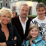 NLD/Utrecht/20080928 - Premiere Radeloos, Anita Witzier en partner Michel Nillesen en kinderen Bram en Julia