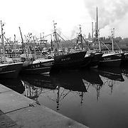 NLD/IJmuiden/19900108 - Blokkade van boze vissers van de zeesluizen van IJmuiden