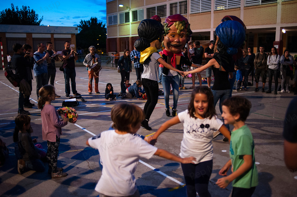 """Vilafranca del Penedes, Catalonia, Spain. Saturday, 30 September 2017. A """"Capgrossos"""" workshop at the playground of Balta Elies public school. Parents and families are doing many kinds of activities at tomorrows Catalan referendum polling stations. Activists and families will spend the night inside their assigned polling stations as a measure to try to avoid the closure of the schools by the police. Vilafranca del Penedes, Catalonia, Spain."""