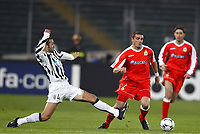 FOOTBALL - CHAMPIONS LEAGUE 2003/04 - 1/8 FINAL - 2ND LEG - 040309 - JUVENTUS TORINO v DEPORTIVO LA CORUNA - WALTER PANDIANI (DEP) / PAOLO MONTERO (JUV) - PHOTO JEAN MARIE HERVIO /  DIGITALSPORT