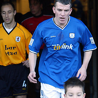 St Johnstone v Raith Rovers...24.01.04<br />Jim Weir leads the St Johnstone players out, aftyer his return from injury which has senn him be out of the game for a year.<br />Picture by Graeme Hart.<br />Copyright Perthshire Picture Agency<br />Tel: 01738 623350  Mobile: 07990 594431