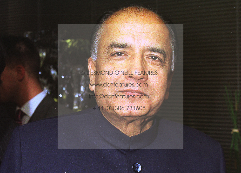 PRINCE MOHSIN ALI KHAN at a party in London on 7th October 1998.MKO 19