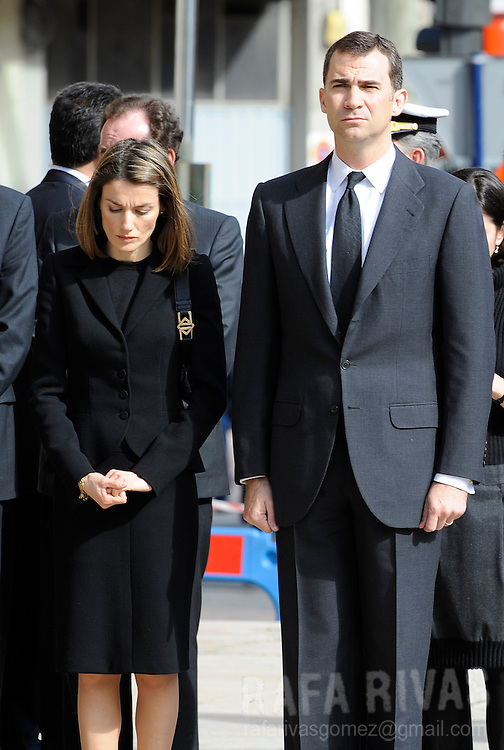 Spain's Princess Letizia Ortiz (L) and her husband Prince Felipe Borbon (R), attend funerals for Civil Guard member, Juan Pinuel Villalon, (killed by Basque separatist terrorist group ETA) at the northern Spanish Basque town of Vitoria's cathedral, on May 15, 2008. Photo Rafa RIVAS