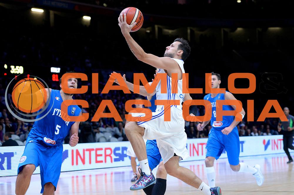 DESCRIZIONE : Lille Eurobasket 2015 Qualificazioni 5-8 posto Qualification 5-8 Game Italia Repubblica Ceca Italy Czech Republic<br /> GIOCATORE : Petr Benda<br /> CATEGORIA : tiro sottomano<br /> SQUADRA : Repubblica Ceca Czech Republic<br /> EVENTO : Eurobasket 2015 <br /> GARA : Italia Repubblica Ceca Italy Czech Republic<br /> DATA : 17/09/2015 <br /> SPORT : Pallacanestro <br /> AUTORE : Agenzia Ciamillo-Castoria/Max.Ceretti<br /> Galleria : Eurobasket 2015 <br /> Fotonotizia : Qualificazioni 5-8 posto Qualification 5-8 Game Italia Repubblica Ceca Italy Czech Republic