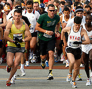 Lance Armstrong at the start of the 2006 New York City Marathon in first place on Sunday 05 November 2006<br />