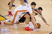 Golden State Warriors guard Klay Thompson (11) and LA Clippers guard J.J. Redick (4) dive for a loose ball during the first quarter at Oracle Arena in Oakland, Calif., on January 28, 2017. (Stan Olszewski/Special to S.F. Examiner)