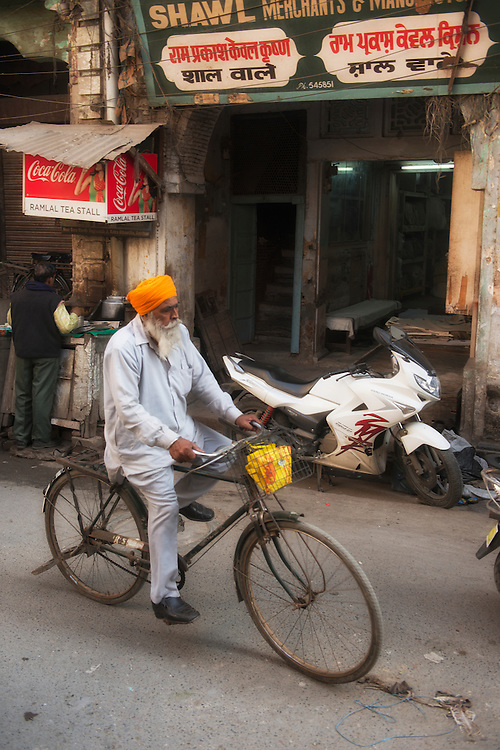 Asia, India, Punjab, Amritsar, man with turban riding bycicle