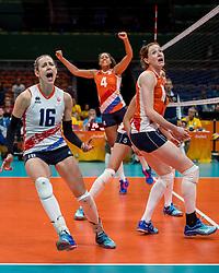 06-08-2016 BRA: Olympic Games day 1, Rio de Janeiro<br /> De Nederlandse volleybalsters hebben hun rentree op olympisch niveau glans gegeven door grootmacht China met 3-2 te verslaan / Vreugde bij Debby Stam-Pilon #16, Lonneke Sloetjes #10