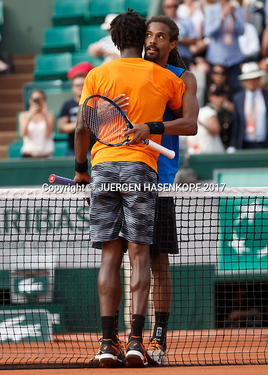 DUSTIN BROWN (GER) gratuliert dem Sieger GAEL MONFILS (FRA) am Netz,<br /> <br /> Tennis - French Open 2017 - Grand Slam ATP / WTA -  Roland Garros - Paris -  - France  - 30 May 2017.