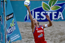 26-08-2006: VOLLEYBAL: NESTEA EUROPEAN CHAMPIONSHIP BEACHVOLLEYBALL: SCHEVENINGEN<br /> Jochem de Gruijter wint de zilveren medaille op het EK Beach<br /> ©2006-WWW.FOTOHOOGENDOORN.NL