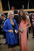 Elizabeth Saltzman and Countess Manfredi della Gherardesca, Ark Gala Dinner, Marlborough House, London. 5 May 2006. ONE TIME USE ONLY - DO NOT ARCHIVE  © Copyright Photograph by Dafydd Jones 66 Stockwell Park Rd. London SW9 0DA Tel 020 7733 0108 www.dafjones.com