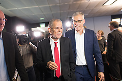 "01.12.2016, ORF Zentrum, Wien, AUT, ORF Diskussion ""Das Duell"" anlässlich der Präsidentschaftswahl 2016, im Bild Präsidentschaftskandidat Alexander Van der Bellen mit Wahlkampfleiter Lothar Lockl (R) // Candidate for Presidential Elections Alexander Van der Bellen with campaign manager Lothar Lockl (R) before television confrontation beetwen candidates for the austrian presidential elections in Vienna, Austria on 2016/12/01, EXPA Pictures © 2016, PhotoCredit: EXPA/ Michael Gruber"