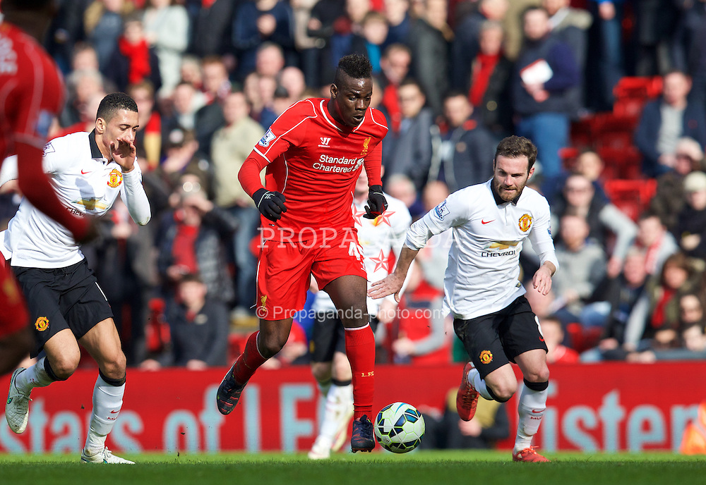 LIVERPOOL, ENGLAND - Sunday, March 22, 2015: Liverpool's Mario Balotelli in action against Manchester United during the Premier League match at Anfield. (Pic by David Rawcliffe/Propaganda)