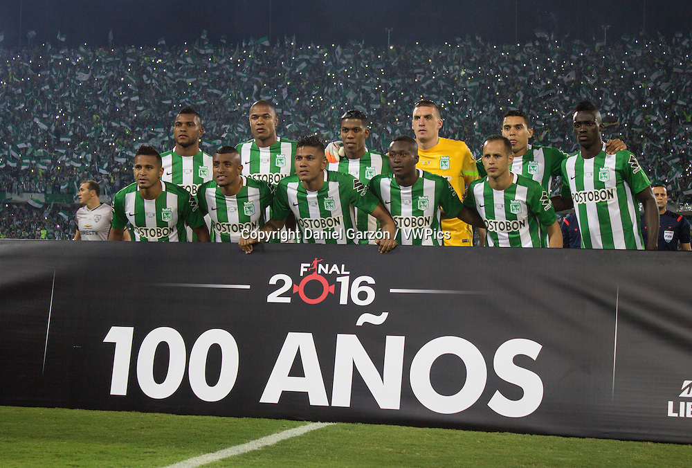 Players of Atletico Nacional pose for a team photo prior a second leg final match between Atletico Nacional and Independiente del Valle as part of Copa Bridgestone Libertadores 2016 at Atanasio Girardot Stadium on July 27, 2016 in Medellin, Colombia