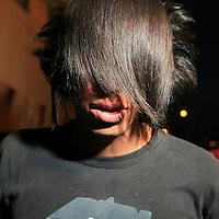 """Toluca, Mex.- Jóvenes de la tribu social denominada """"Emo"""" del vocablo americano """"emotional"""" o """"emotive"""", entre los 13 y 19 años, se reunen luego de haber participado en una marcha para exigir el alto a las agresiones en su contra. Agencia MVT / Mario Vazquez de la Torre. (DIGITAL)<br /> <br /> <br /> <br /> NO ARCHIVAR - NO ARCHIVE"""