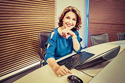 A jornalista e apresentadora do Pampa News, Magda Beatriz posa para fotos no estúdio de TV. FOTO: Dani Barcelos/ Agência Preview