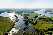 Nederland, Gelderland, Gemeente Maasdriel, 23-08-2016; Heerewaarden, Kanaal van Sint Andries met sluis, verbinding tussen Maas (links) en Waal elkaar bijna raken. Op de landengte ligt ook Fort Sint-Andries<br /> Heerewaarden, where the river Maas (Meuse, left) and Waal almost touch, divided bij a isthmus. In to the canal the lock of St. Andries and an old fortress. <br /> aerial photo (additional fee required); <br /> luchtfoto (toeslag op standard tarieven);<br /> copyright foto/photo Siebe Swart