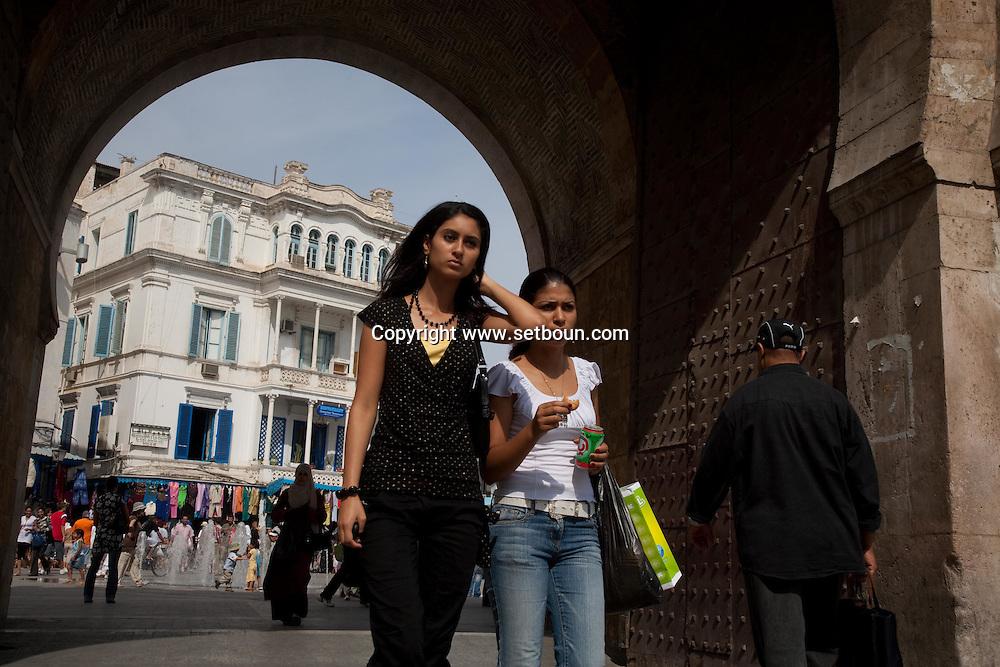 door of France   at the  entrance of the Medina, the old historical city center  Tunis - Tunisie  .///.Porte de France a l entree de  La medina , la vielle cité hsitorique, marché , bazar   Tunis - Tunisie .///.TUNIS018B