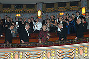 KONINGIN BIJ GALAPREMIÈRE SPEELFILM KEES DE JONGEN <br /> <br /> Hare Majesteit de Koningin woont dinsdagavond 25 november in het Pathé Tuschinski Theater te Amsterdam de galapremière bij van de Nederlandse speelfilm Kees de jongen . De film is gebaseerd op het boek Kees de jongen, dat Theo Thijssen in 1923 schreef. De opbrengst van deze voorstelling komt ten goede aan de Stichting Bio-Kinderrevalidatie. <br /> <br /> Kees de jongen speelt zich af in 1895 in Amsterdam en gaat over de 12-jarige schooljongen Kees Bakels. Kees ontwikkelt zich van een fantasierijke en dromerige jongen tot een doener die zijn verantwoordelijkheden neemt. De belangrijkste rollen in de film worden gespeeld door Ruud Feltkamp (Kees), Hannah Cheney (Rosa), Monic Hendrickx (moeder), Theo Maassen (vader) en Hans Kesting (de meester). De film is geregisseerd door André van Duren en geproduceerd door Matthijs van Heijningen <br /> <br /> De opbrengst van de galapremière is bestemd voor de Stichting Bio-Kinderrevalidatie. In 1927 richtte het Nederlands Bioscoopbedrijf de Stichting Bio-Vakantieoord op om via bioscoopcollectes geld in te zamelen en daarmee kinderen uit achterstandswijken in de grote steden een verblijf in een vakantiekolonie in Bergen aan Zee te kunnen bieden. In 1960 kwam de Stichting Bio-Kinderrevalidatie in de plaats van de oude stichting. Deze richtte zich sindsdien op de begeleiding, verzorging, huisvesting, recreatie en revalidatie van kinderen met een handicap. In de loop der jaren is Bio-Kinderrevalidatie zich blijven inzetten voor voorzieningen voor jongeren met een handicap.