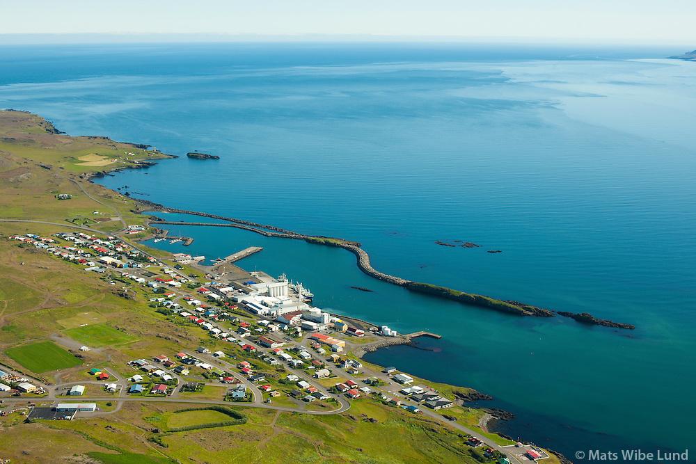 Vopnafjörður séð til norðausturs.  /  Vopnafjordur viewing northeast.    Vopnafjarðarhreppur /  Vopnafjardarhreppur