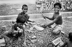 BANGLADESH DHAKA MAR94 - Poor children work as day-labourers crunching bricks on a Banani building site in Dhaka. Although officially banned, child labour is widespread in Bangladesh...The Bangladesh Bureau of Statistics estimates the total working child population between 5 and 17 years old to be at 7.9 million...jre/Photo by Jiri Rezac..© Jiri Rezac 1994
