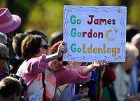 Spectators on the route<br /> The Virgin Money London Marathon 2014<br /> 13 April 2014<br /> Photo: Javier Garcia/Virgin Money London Marathon<br /> media@london-marathon.co.uk