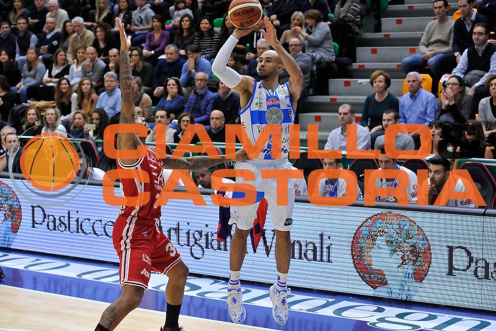 DESCRIZIONE : Campionato 2014/15 Dinamo Banco di Sardegna Sassari - Olimpia EA7 Emporio Armani Milano<br /> GIOCATORE : David Logan<br /> CATEGORIA : Tiro Tre Punti<br /> SQUADRA : Dinamo Banco di Sardegna Sassari<br /> EVENTO : LegaBasket Serie A Beko 2014/2015<br /> GARA : Dinamo Banco di Sardegna Sassari - Olimpia EA7 Emporio Armani Milano<br /> DATA : 07/12/2014<br /> SPORT : Pallacanestro <br /> AUTORE : Agenzia Ciamillo-Castoria / Luigi Canu<br /> Galleria : LegaBasket Serie A Beko 2014/2015<br /> Fotonotizia : Campionato 2014/15 Dinamo Banco di Sardegna Sassari - Olimpia EA7 Emporio Armani Milano<br /> Predefinita :