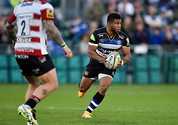 Kyle Eastmond of Bath Rugby in attack - Mandatory byline: Patrick Khachfe/JMP - 07966 386802 - 26/09/2015 - RUGBY UNION - The Recreation Ground - Bath, England - Bath Rugby v Gloucester Rugby - West Country Challenge Cup.