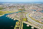 Noord-Holland, Gemeente Heerhugowaard, 20-04-2015; Stad van de Zon (Sun City) met het centrale deel, het Carre. Nieuwbouwwijk op VINEX lokatie, in de Polder Heerhugowaard tussen de dorpskern van Heerhugowaard en Alkmaar naar ontwerp van Ashok Bhalotra. Milieuvriendelijke en energieneutrale wijk met energiezuinige huizen, uitgerust met zonne-energie panelen,  CO2-emissieneutraliteit.<br /> Sun City, new housing estate in Northwest of the Netherlands with energy neutral and environmetal friendly houses, equiped with individual solar panels. <br /> luchtfoto (toeslag op standard tarieven);<br /> aerial photo (additional fee required);<br /> copyright foto/photo Siebe Swart
