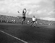 14/09/1960<br /> 09/14/1960<br /> 14 September 1960<br /> Soccer: League of Ireland v English Football League at Dalymount Park Dublin.