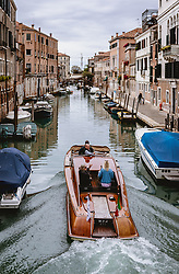 THEMENBILD - Kanalansicht mit venezianischen Häusern und Booten, aufgenommen am 06. Oktober 2019 in Venedig, Italien // Canal view with Venetian houses and boats in Venice, Italy on 2019/10/06. EXPA Pictures © 2019, PhotoCredit: EXPA/ JFK