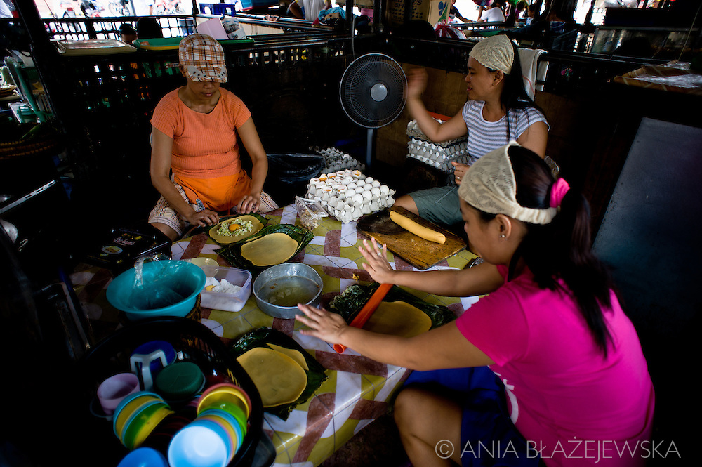 Preparing empanadas (popular street food) in Vigan.<br /> Ilocos Sur and Ilocos Norte are the Filipino provinces situated on Luzon Island and famous for heritage town of Vigan, windmills of Bangui, white sand beach of Pagudpud not to mention former president Marcos, who was born there.