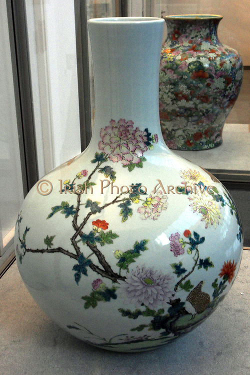 Bottle Vase called a Tianqiuping. Chinese (Jiangzhi), Qing Dynasty porcelain. 1736-1795