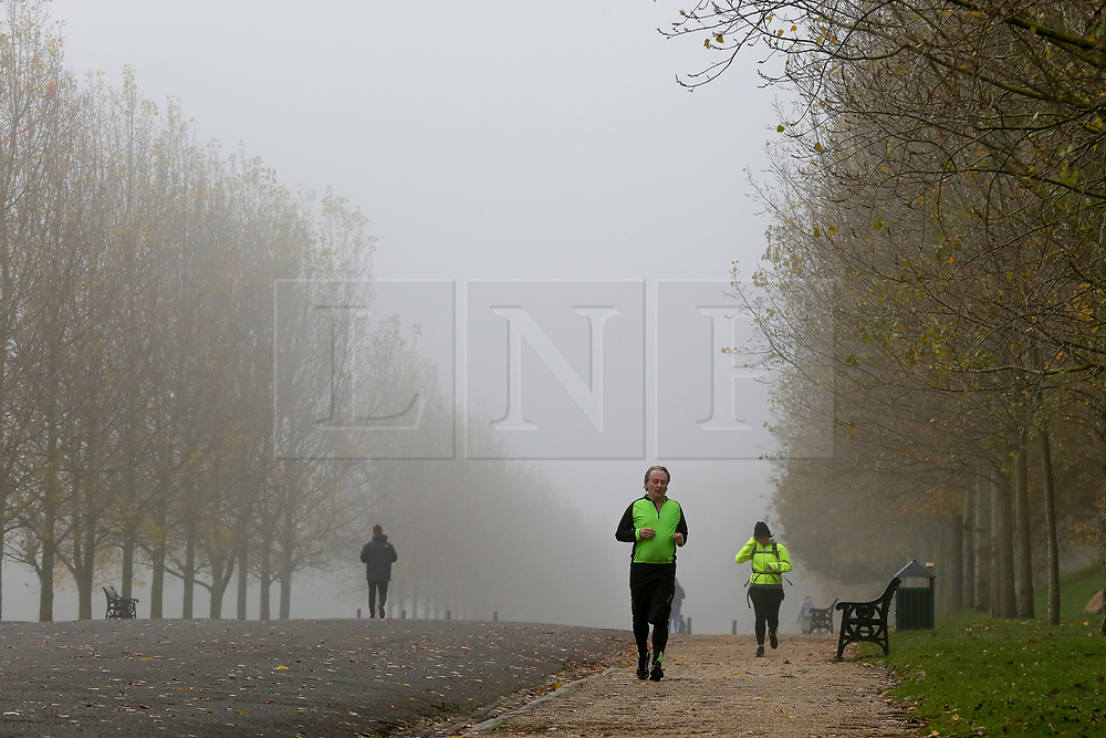 © Licensed to London News Pictures. 08/11/2019. London, UK. Joggers jogging on a foggy morning in Finsbury Park, north London. Photo credit: Dinendra Haria/LNP