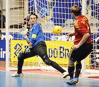Fussball  International  FIFA  FUTSAL WM 2008   03.10.2008 Vorrunde Gruppe D Libya - Spain Lybien - Spanien MARCELO (re, ESP) gegen Mohamed ALSHARIF (LBY)
