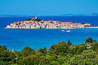 Croatie, Dalmatie, côte dalmate, ville de Primosten // Croatia, Dalmatia, Primosten village