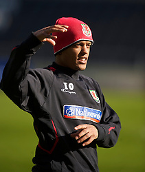 SWANSEA, WALES - Monday, March 1, 2010: Wales' Robert Earnshaw during training at the Liberty Stadium ahead of the international friendly match against Sweden. (Photo by David Rawcliffe/Propaganda)