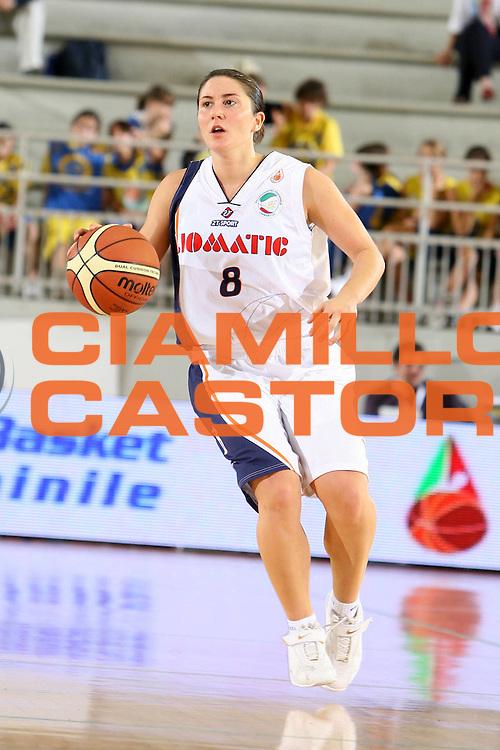DESCRIZIONE : Roma Lega A1 Femminile 2008-09 Prima giornata Campionato Liomatic Umbertide Napoli Basket Vomero<br /> GIOCATORE : Chiara Rossi<br /> SQUADRA : Liomatic Umbertide<br /> EVENTO : Campionato Lega A1 Femminile 2008-2009 <br /> GARA : Liomatic Umbertide Napoli Basket Vomero<br /> DATA : 12/10/2008 <br /> CATEGORIA : palleggio<br /> SPORT : Pallacanestro <br /> AUTORE : Agenzia Ciamillo-Castoria/E.Castoria