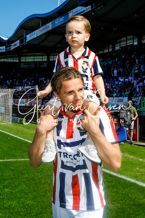 *Ben Rienstra* of Willem II with his son