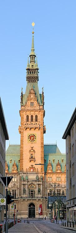 Rathausturm am frühen Morgen