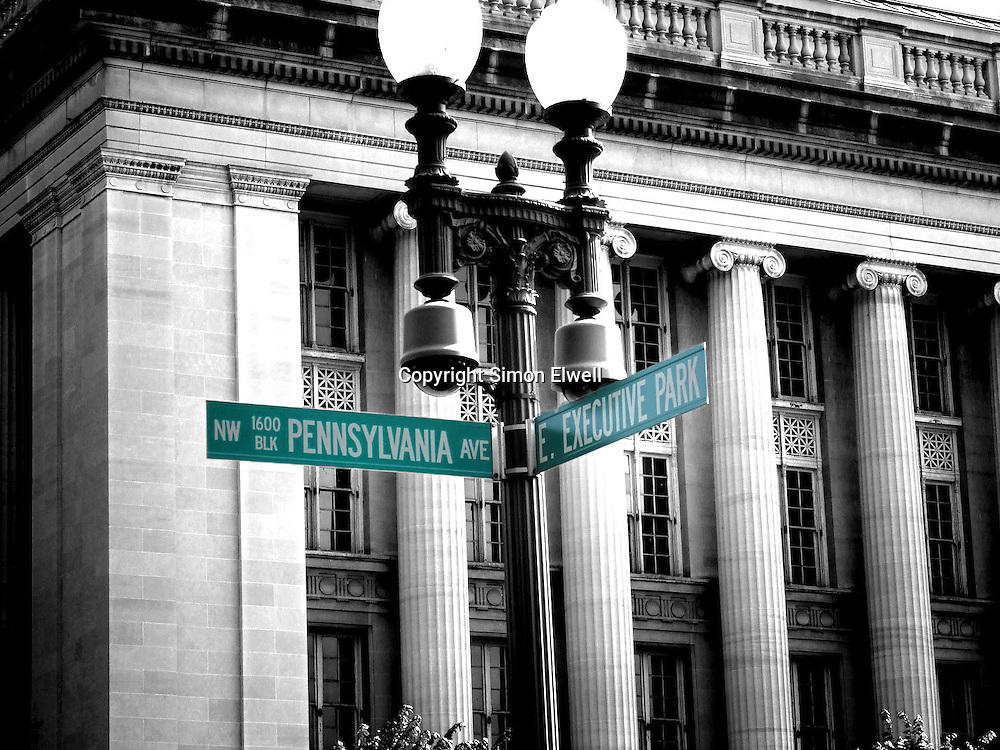 Washington DC roadsign pointing to the White House