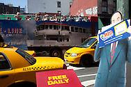 New york street life in Chinatown and canal street , New York, Manhattan - United states   / scenes de rues dans Chinatown et canal street, vendeur, marche, touristes  Manhattan, New York - Etats-unis