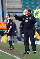Photo: Ed Godden.<br />Wolverhampton Wanderers v Ipswich Town. Coca Cola Championship. 18/02/2006. <br />Wolves manager Glenn Hoddle, gives out orders to his players.