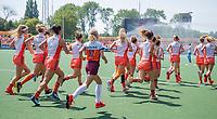AMSTELVEEN - Fan of the match, tijdens de warming up, inlopen,   voor   de Pro League hockeywedstrijd dames, Nederland-Australie (3-1) COPYRIGHT  KOEN SUYK