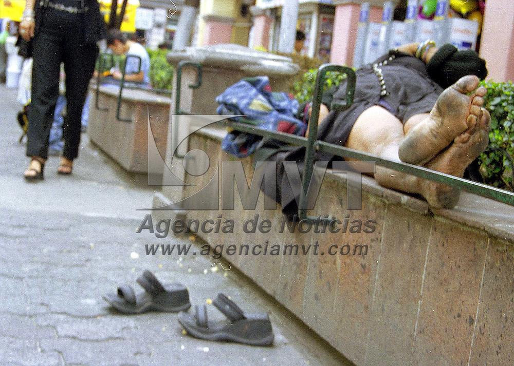 Toluca, Méx.- Al descubierto las huellas de cansancio. Agencia MVT / Daniela Bojorquez V.